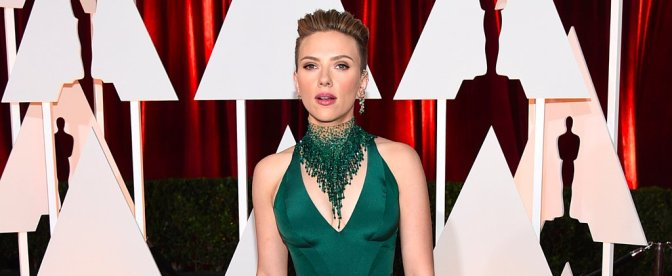 Scarlett Johansson Defends John Travolta Oscar Kiss