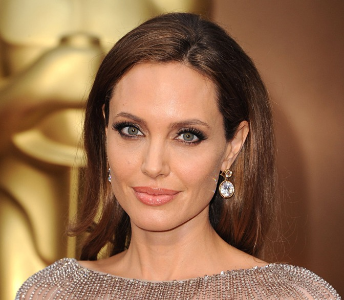 Angelina Jolie Removes Ovaries Following Cancer Scare